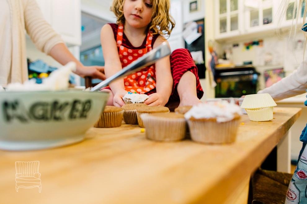 019-bellingham-family-lifestyle-photographer-katheryn-moran-kitchen-baking-pippin.jpg