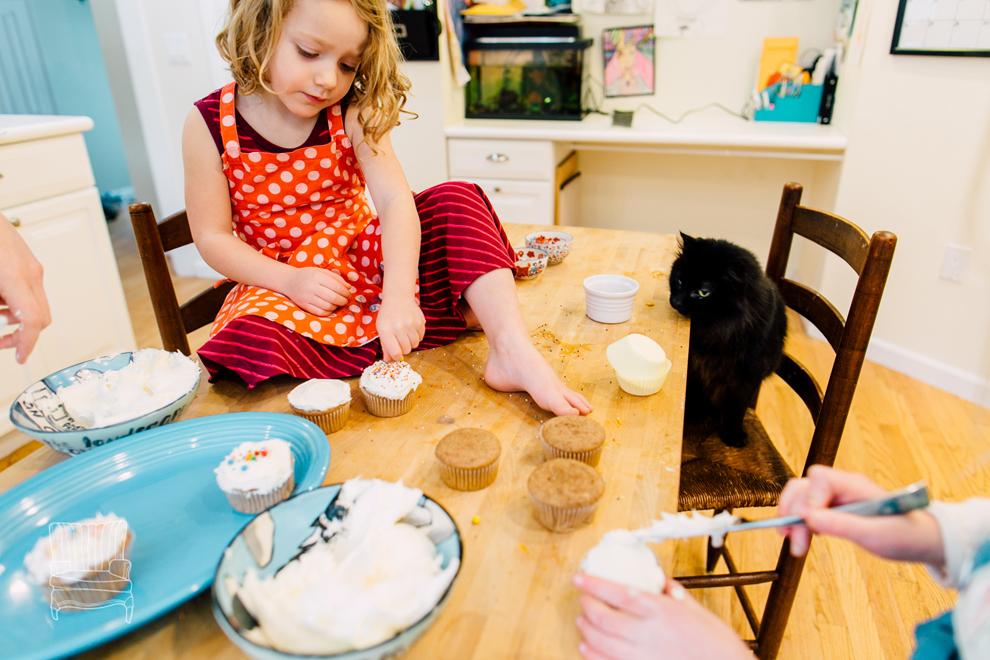 023-bellingham-family-lifestyle-photographer-katheryn-moran-kitchen-baking-pippin.jpg