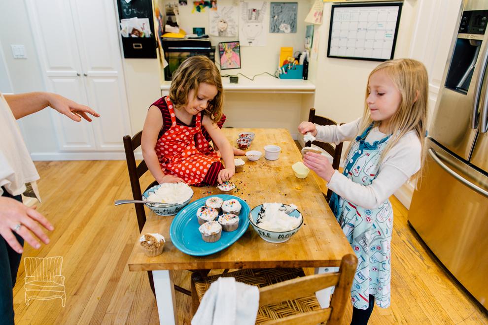 026-bellingham-family-lifestyle-photographer-katheryn-moran-kitchen-baking-pippin.jpg