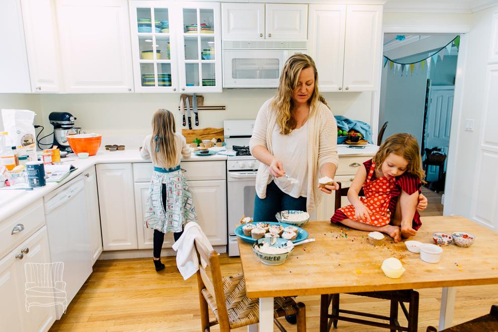 028-bellingham-family-lifestyle-photographer-katheryn-moran-kitchen-baking-pippin.jpg