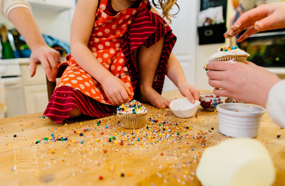 030-bellingham-family-lifestyle-photographer-katheryn-moran-kitchen-baking-pippin.jpg