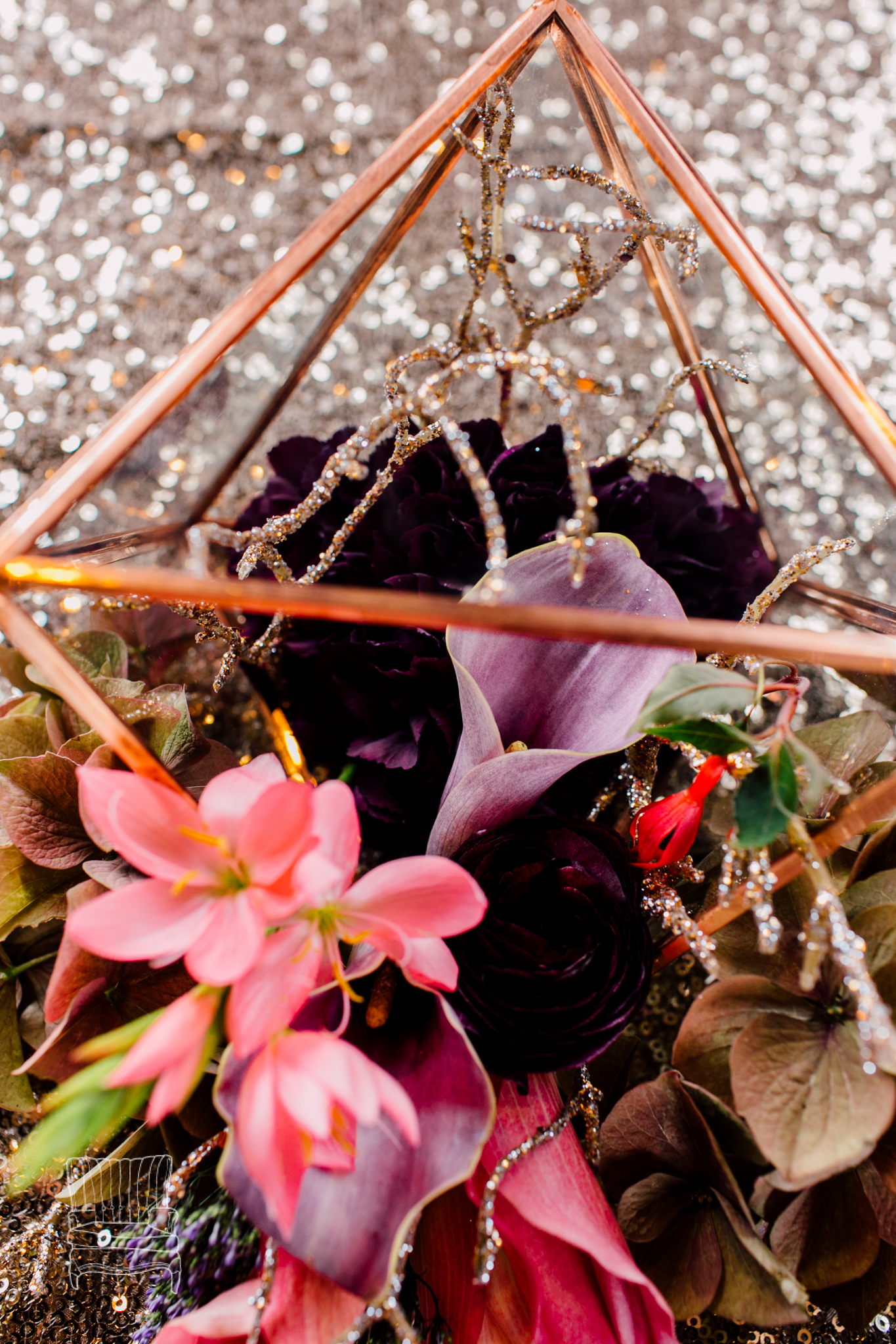 bellwether-hotel-bellingham-wedding-photographer-katheryn-moran-glitz-glam-styled-453.jpg