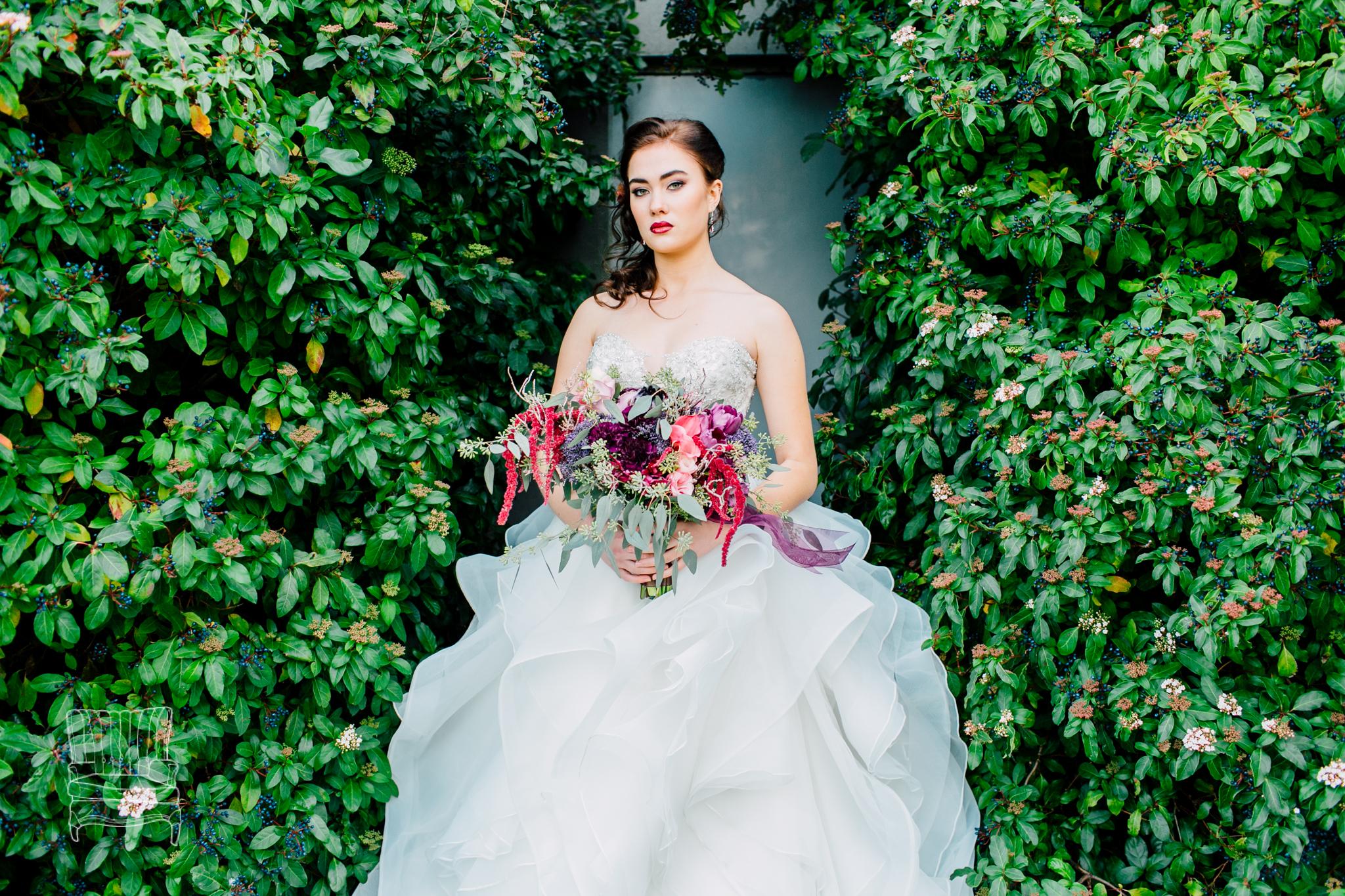 bellwether-hotel-bellingham-wedding-photographer-katheryn-moran-glitz-glam-styled-399.jpg