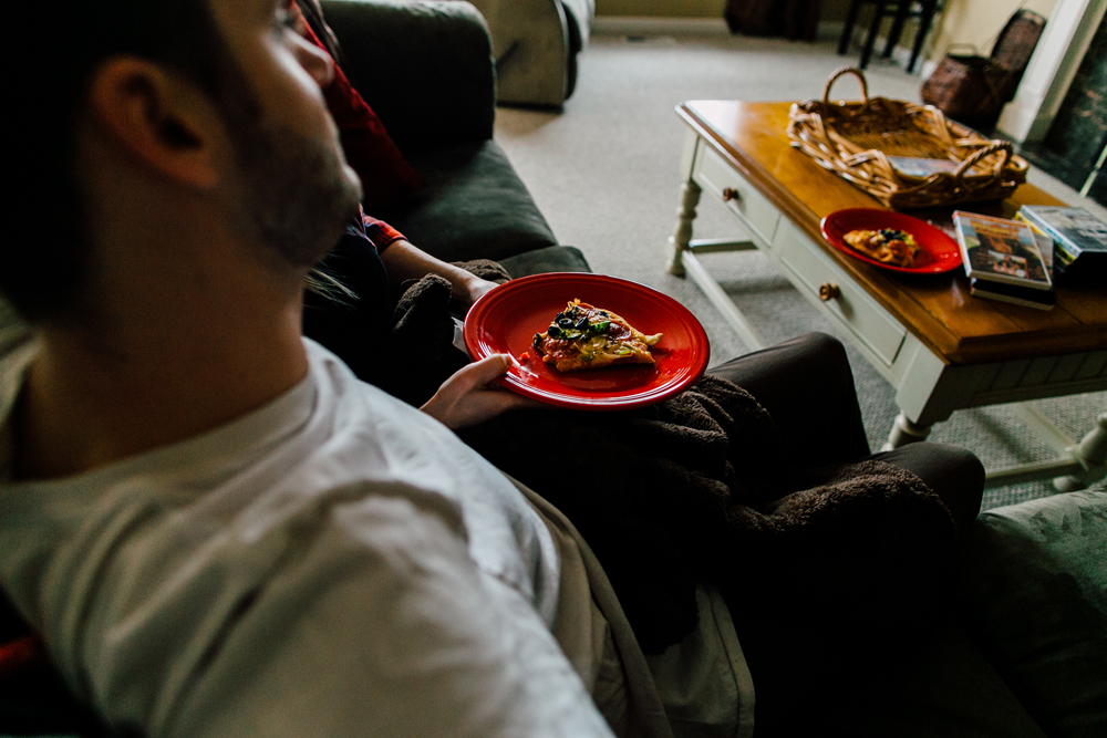 027-bellingham-lifestyle-photographer-katheryn-moran-pizza-baking-home-session-anna-rudy.jpg