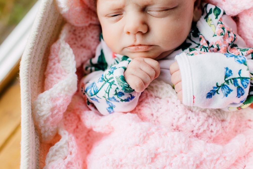 004-bellingham-newborn-photographer-katheryn-moran-lifestyle-cora.jpg