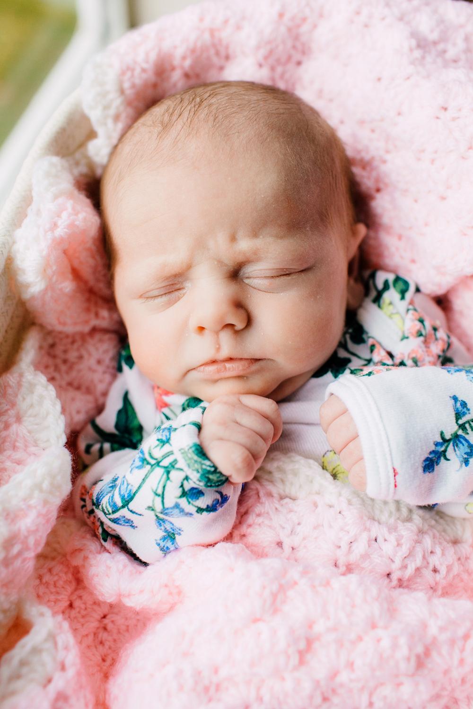 005-bellingham-newborn-photographer-katheryn-moran-lifestyle-cora.jpg
