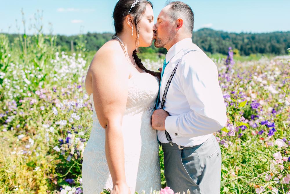 024-snohomish-wedding-photographer-katheryn-moran-woodland-meadow-farm-ali-kris-2017.jpg