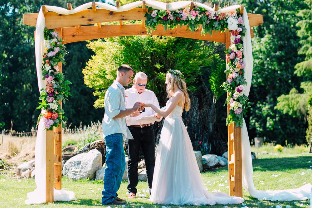 053-bellingham-wedding-photographer-katheryn-moran-backyard-wedding-ashley-kevin-2017.jpg
