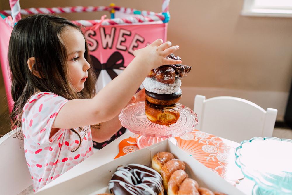 012-bellingham-family-lifestyle-photographer-katheryn-moran-donut-shop-ludke.jpg