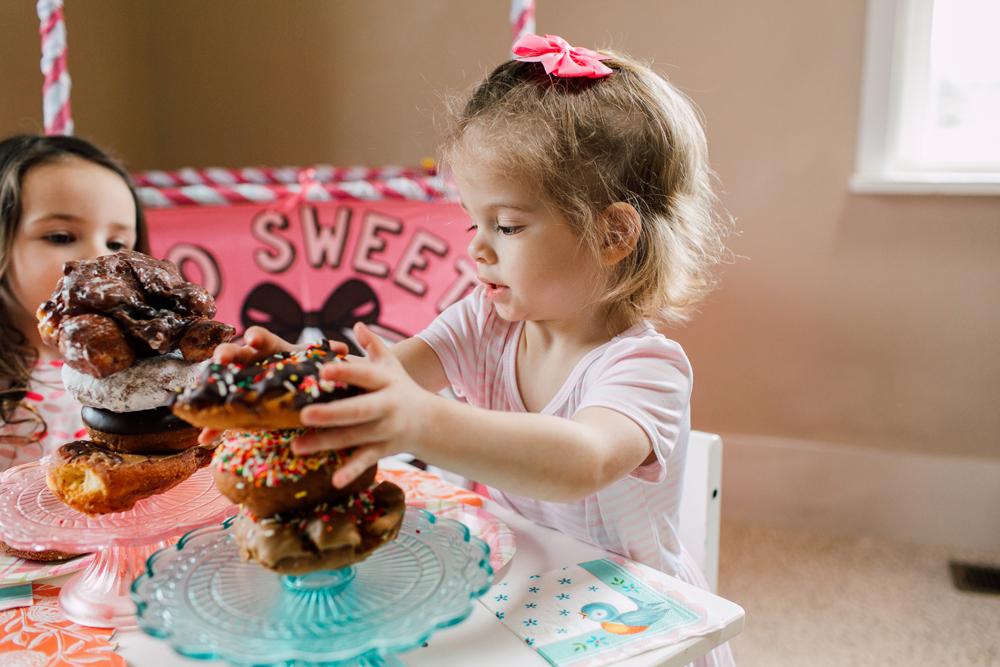 016-bellingham-family-lifestyle-photographer-katheryn-moran-donut-shop-ludke.jpg