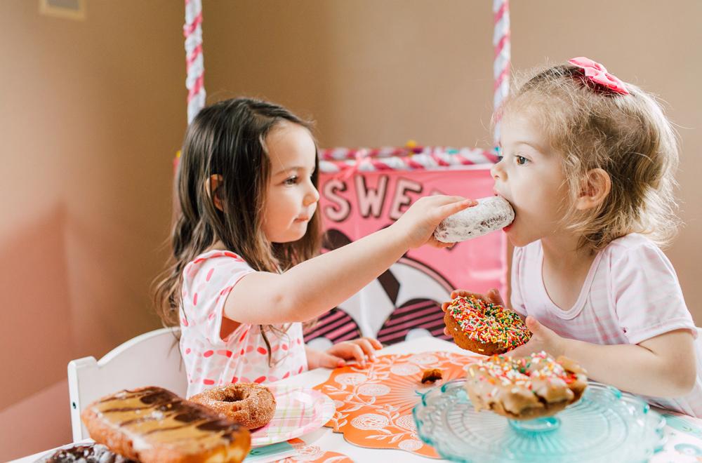 020-bellingham-family-lifestyle-photographer-katheryn-moran-donut-shop-ludke.jpg
