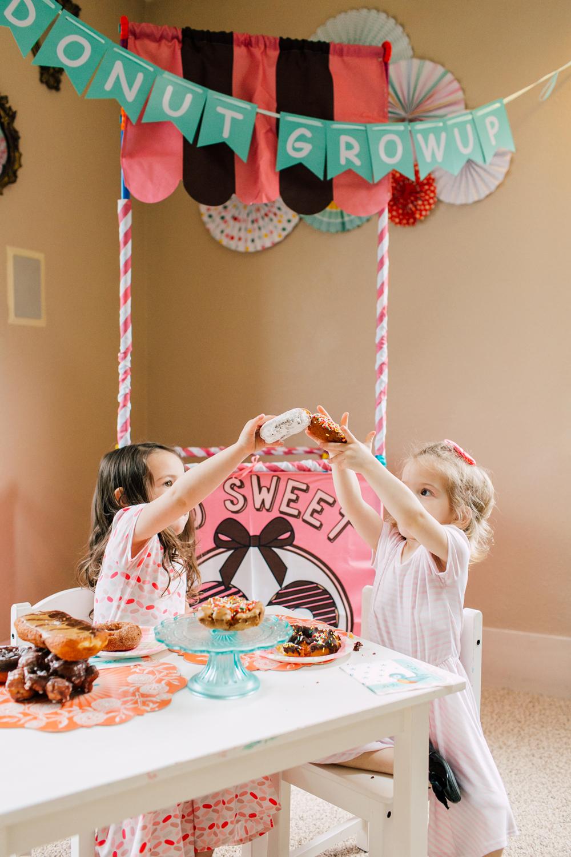 022-bellingham-family-lifestyle-photographer-katheryn-moran-donut-shop-ludke.jpg