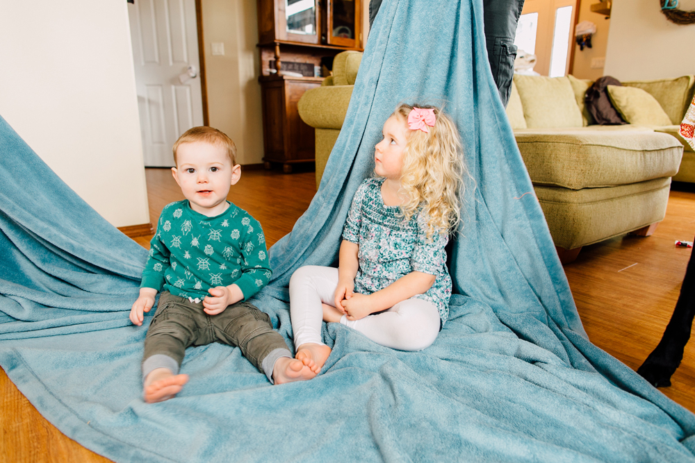003-bellingham-family-lifestyle-photographer-katheryn-moran-fort-building-pillow-fight-lewis.jpg