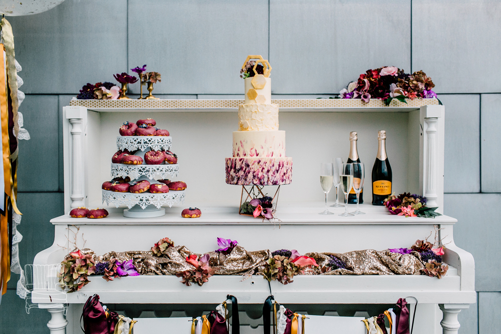 022-bellingham-wedding-photographer-katheryn-moran-bellwether-hotel-glitz-glam-styled-2016.jpg