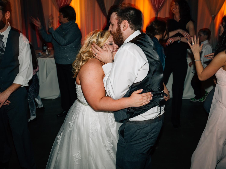 Evansville, Indiana-Wedding Photography-Neal Dieker-220.jpg
