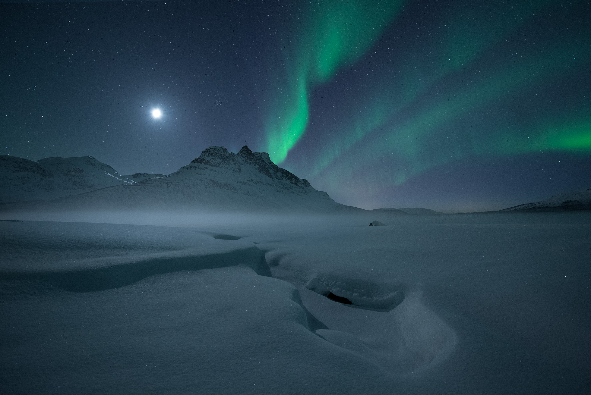 Skoddebergsvatnet-Aurora-Mist.jpg