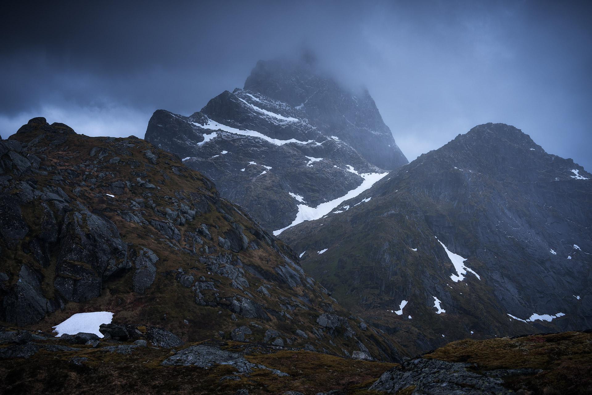 Lofoten-Mosknesoy-Stormy-Hike-7.jpg