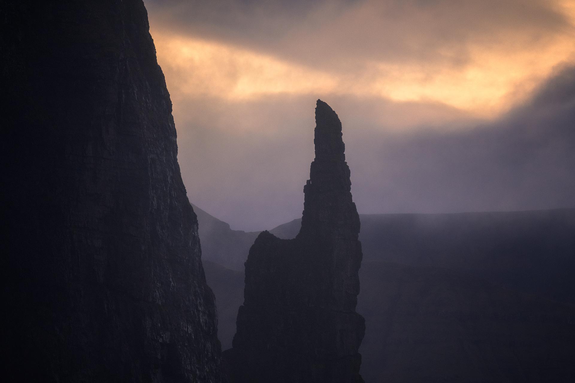 Faroe-Islands-Trollkonufingur-Sunrise.jpg