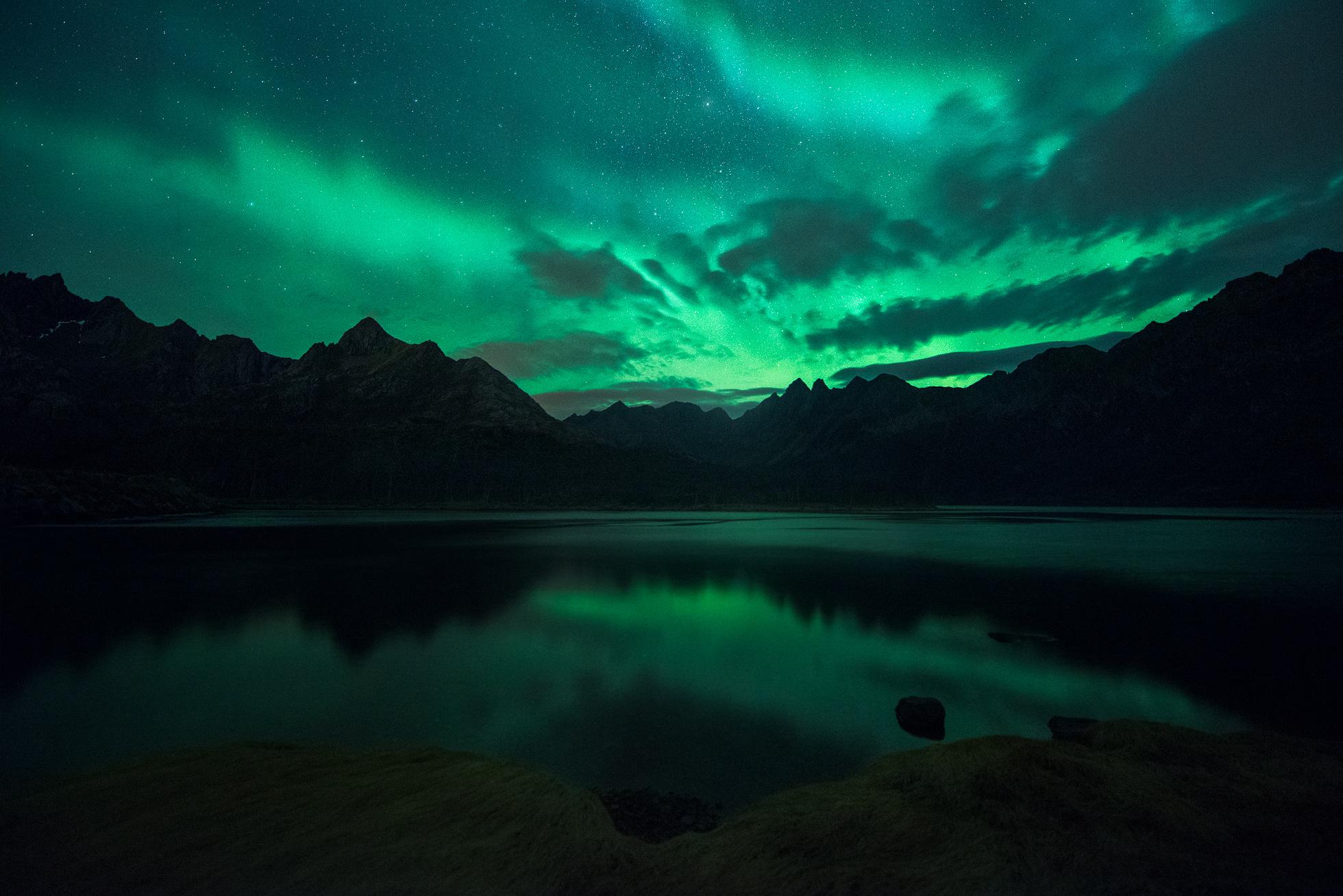 Lofoten-Aurora-Lake.jpg