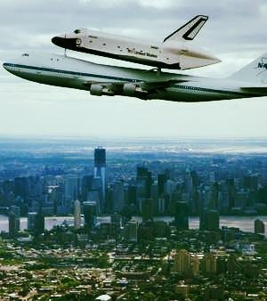 Toute la lumière sur cette affaire de Boeing au-dessus de New York avec une navette sur son dos...