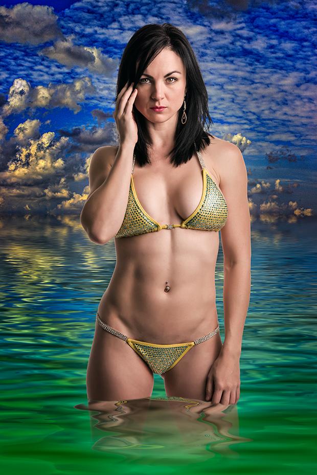 Model: Simone Knight.