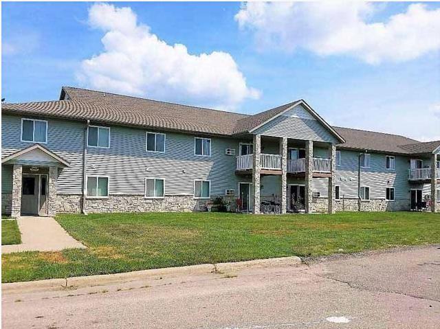 murdock-manor-apartments-tomah-wi-primary-photo.jpg