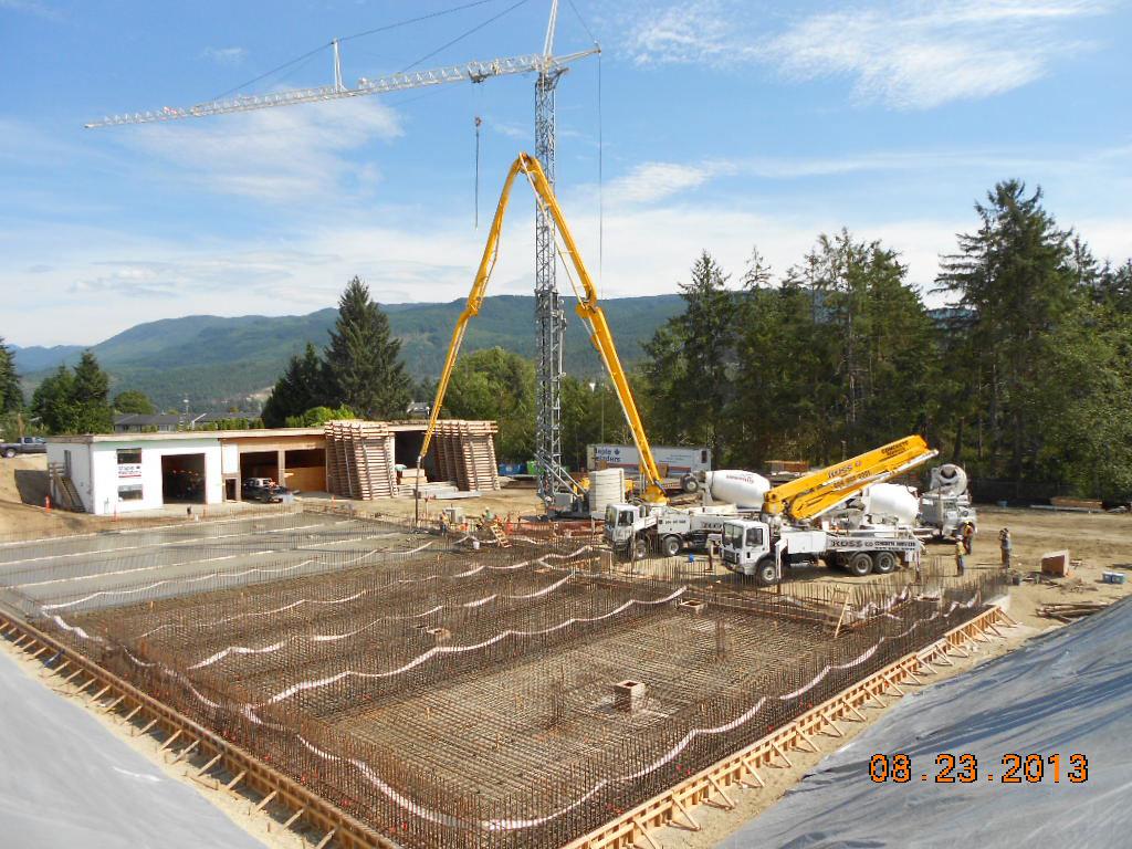 2013.08.23-CM--(10)-Pouring-concrete-in-sechelt-.jpg