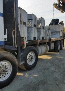 Tandem Tandem Crane Truck 34500lb payload capacity 20 verti-blocks or 9 regular lock-blocks