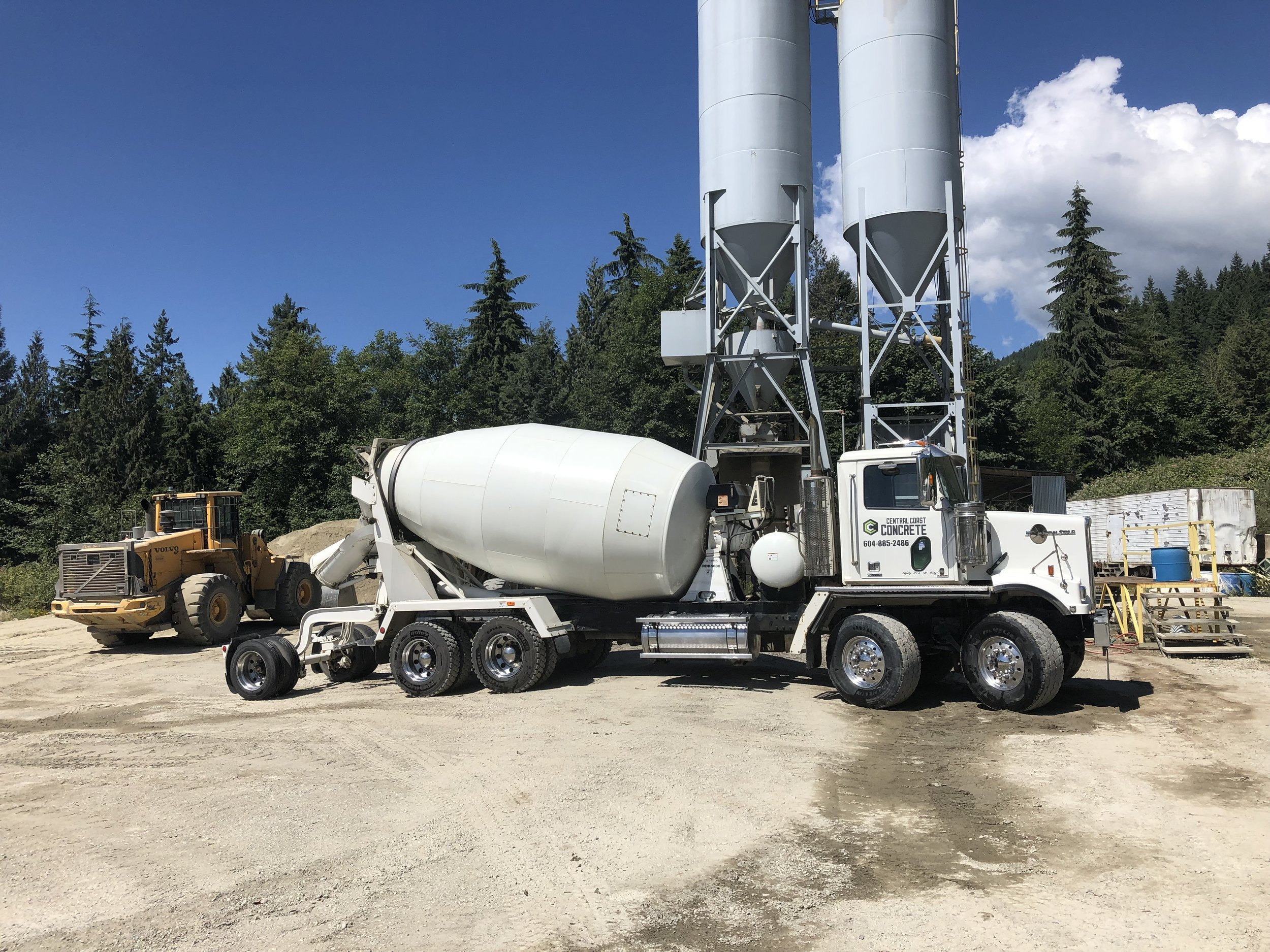 Just added 2 tandem tandem 10.5m3 mixers to our fleet to better serve our clients..