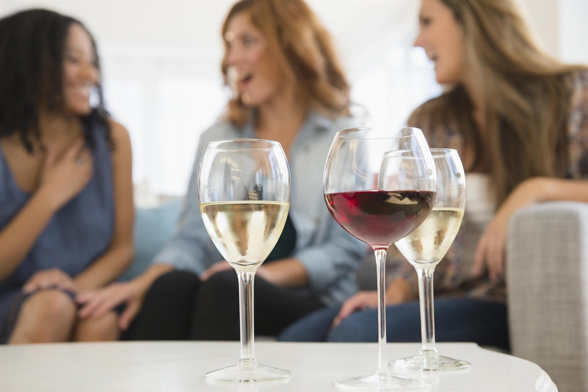 180105-women-drinking-wine-ew-630p_f0eb0b17db2bfd7e11391cd02ff5145b.fit-2000w.jpg