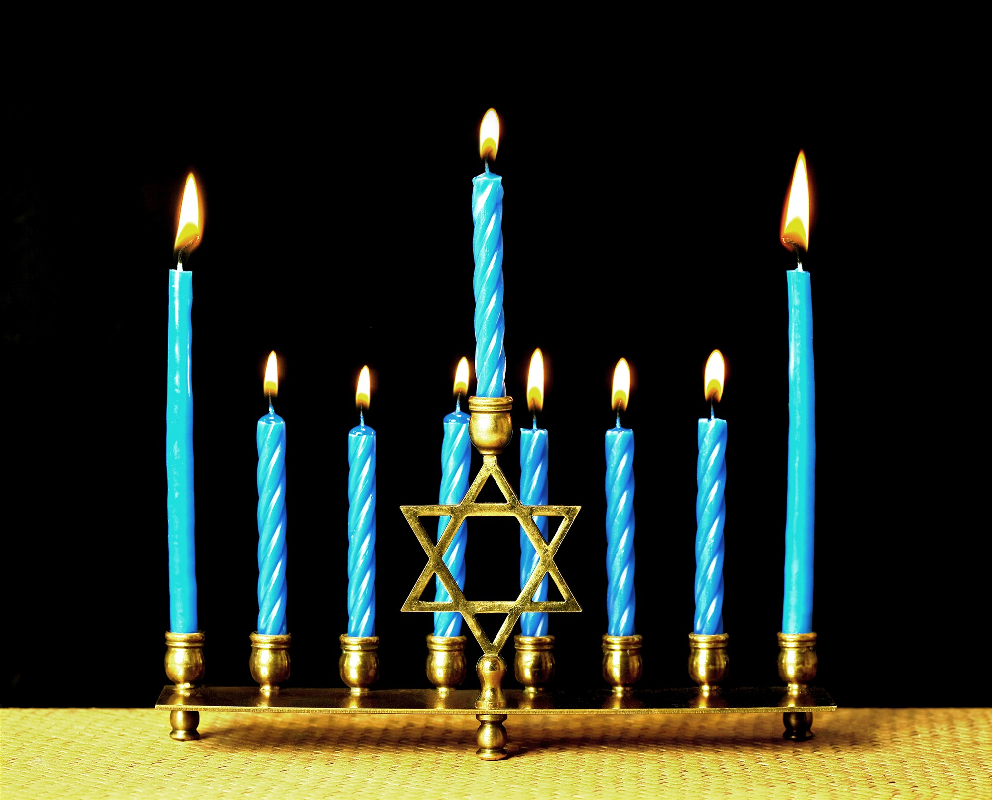 181207-jewish-menorah-hannukah-candles-ac-440p_3162bba88b0a77c4555ce7a66a346ff9.fit-2000w.jpg