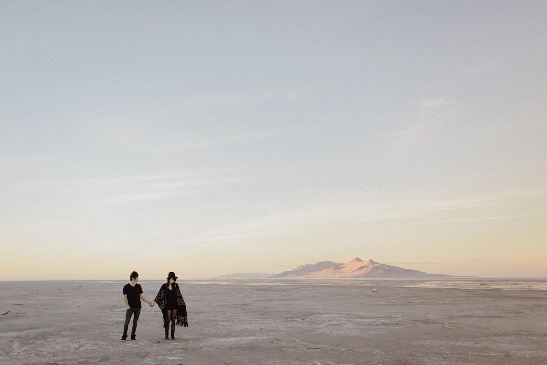 salt-lake-desert-engagement-photography_0013.jpg