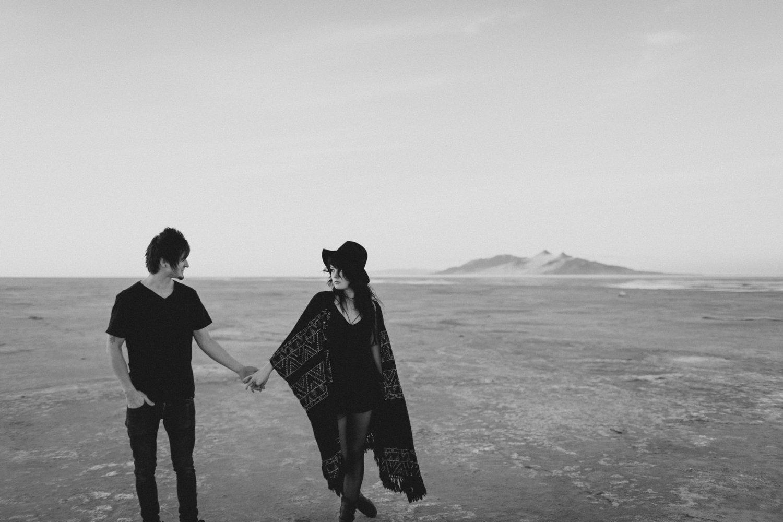 salt-lake-desert-engagement-photography_0015.jpg