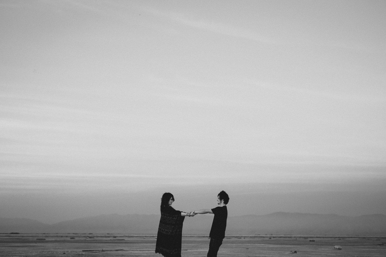 salt-lake-desert-engagement-photography_0029.jpg
