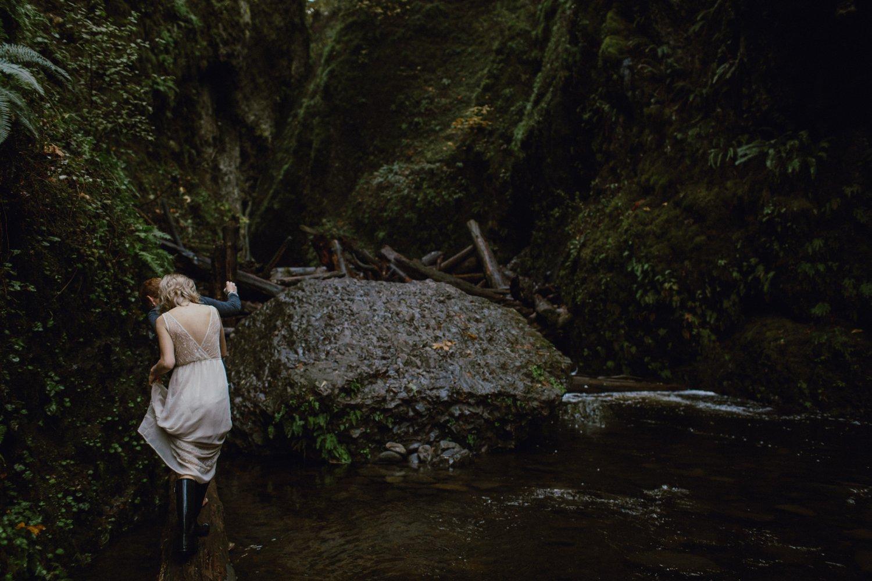 columbia-gorge-oregon-engagement-photography_0007.jpg
