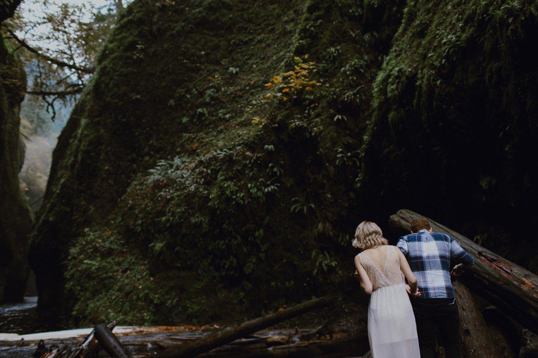 columbia-gorge-oregon-engagement-photography_0016.jpg