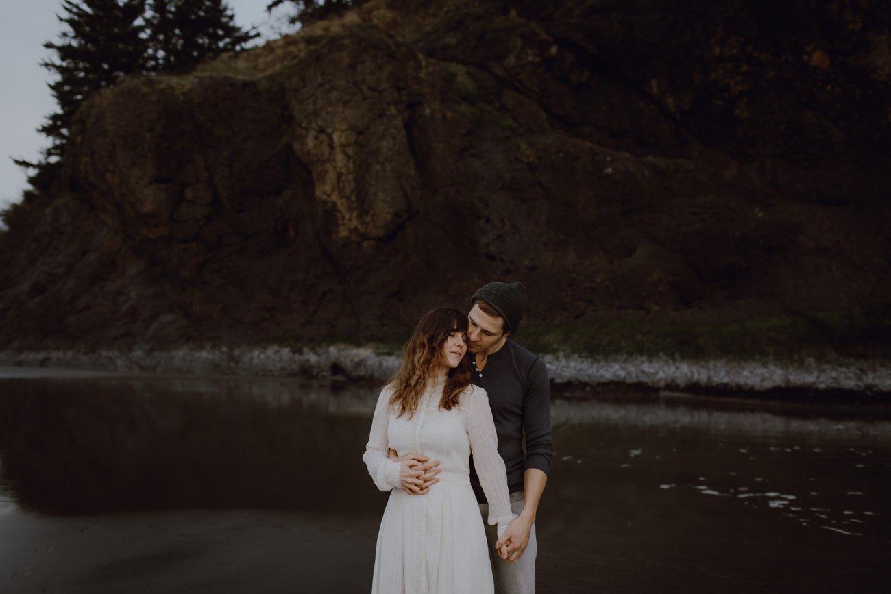 Engagement photo on the Oregon coast by Oregon Photographer Catalina Jean