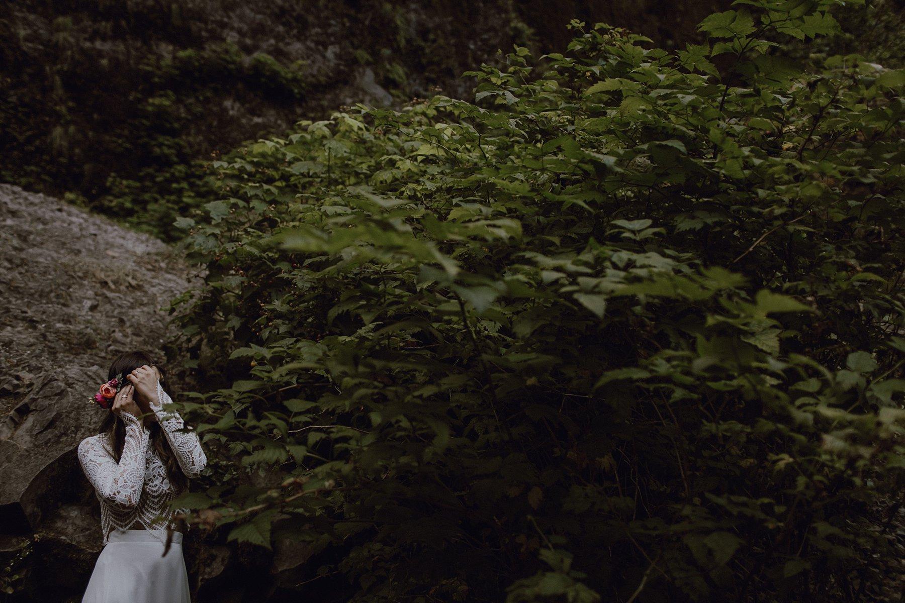 A bride gets ready at Wahclella Falls