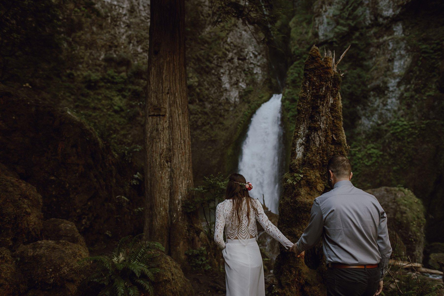 wahclella-falls-elopement-wedding_0011.jpg