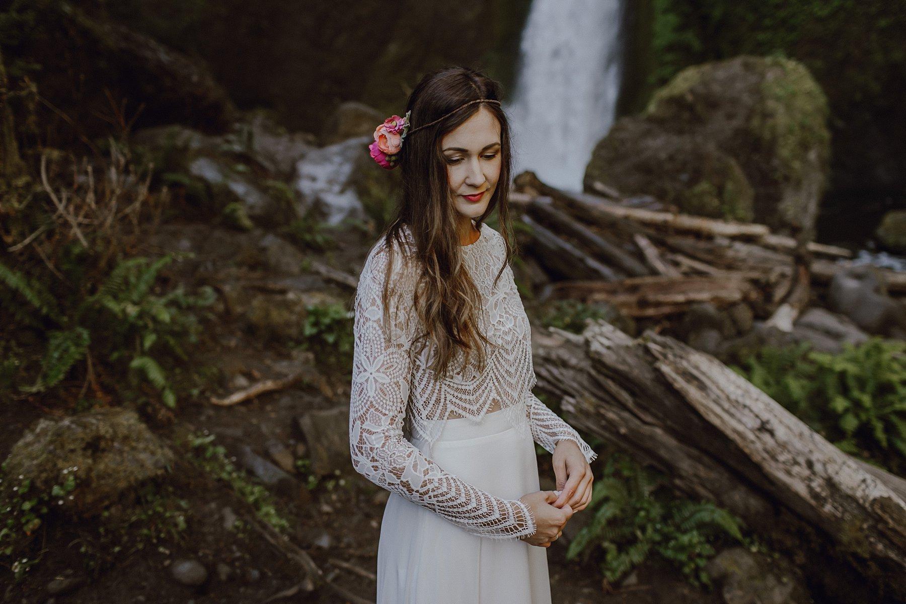 wahclella-falls-elopement-wedding_0013.jpg