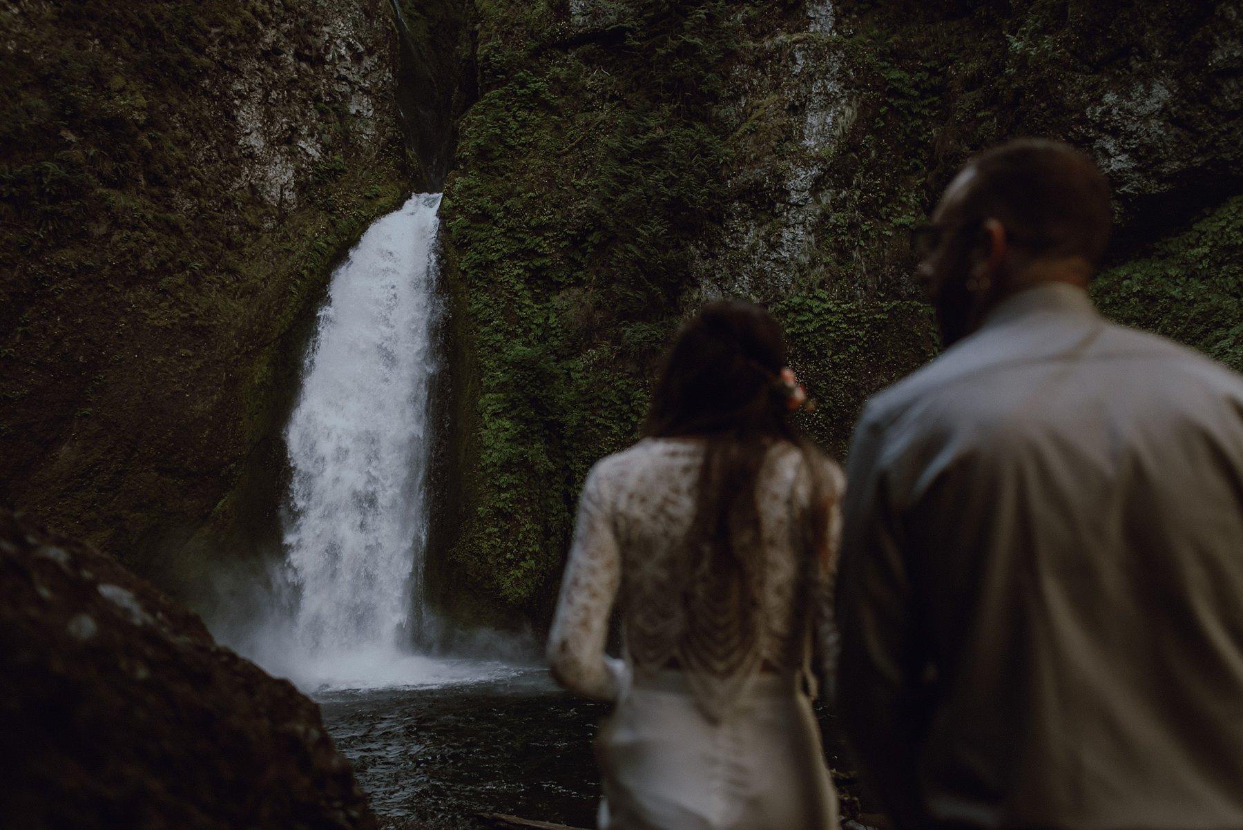 wahclella-falls-elopement-wedding_0012.jpg