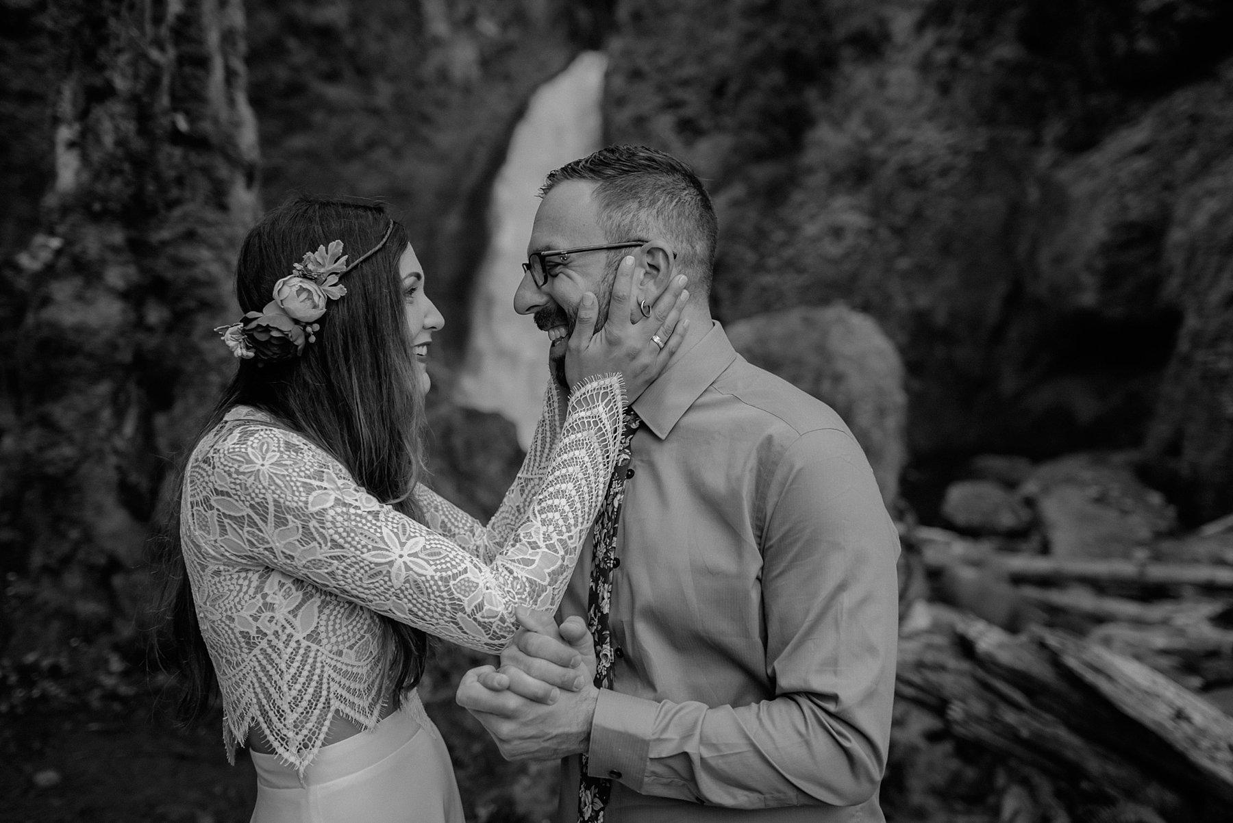 wahclella-falls-elopement-wedding_0018.jpg