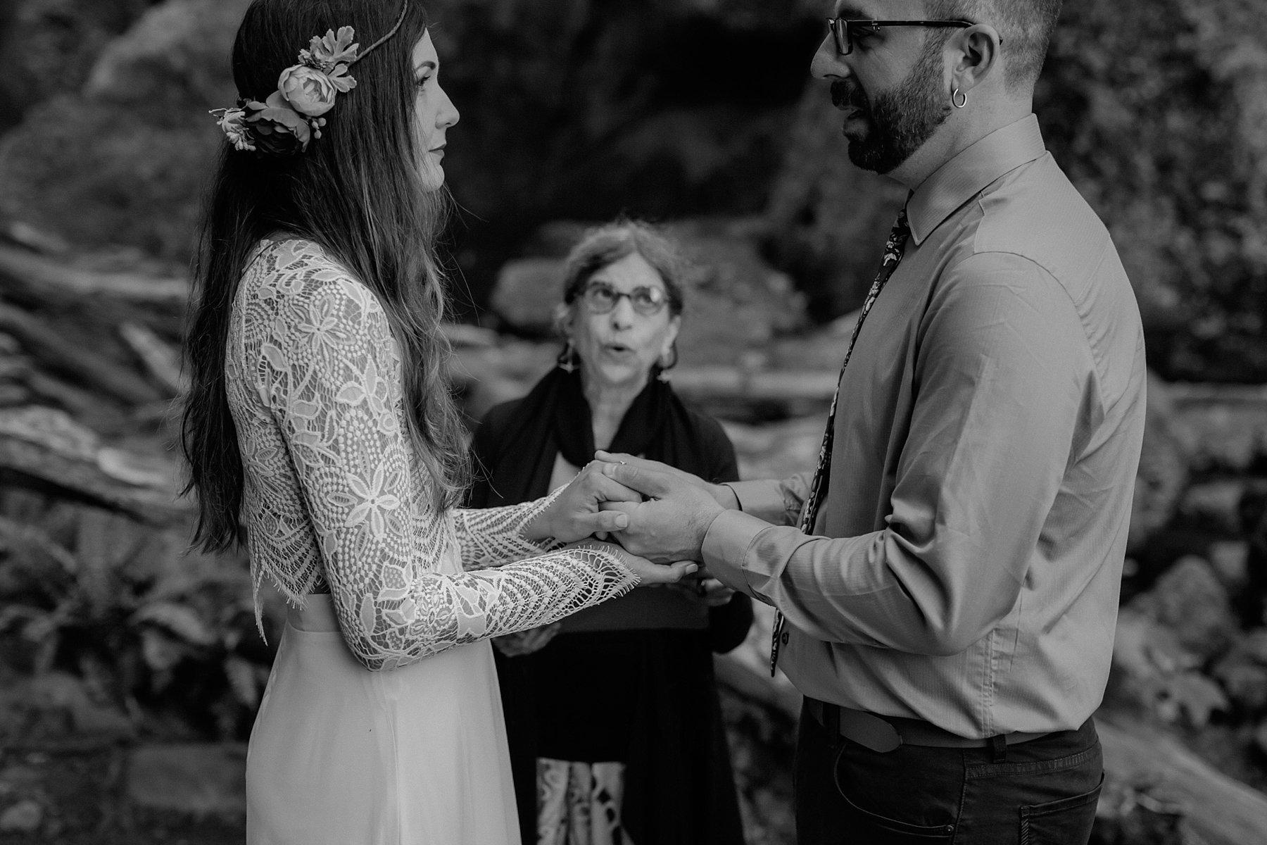 wahclella-falls-elopement-wedding_0029.jpg