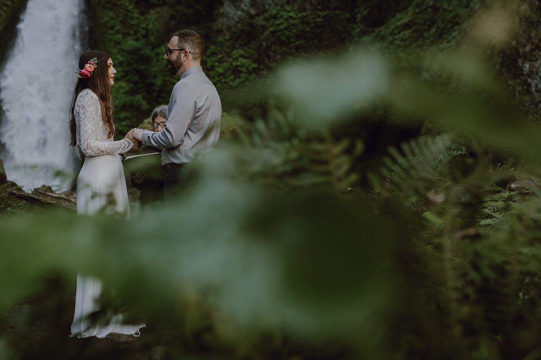 wahclella-falls-elopement-wedding_0030.jpg