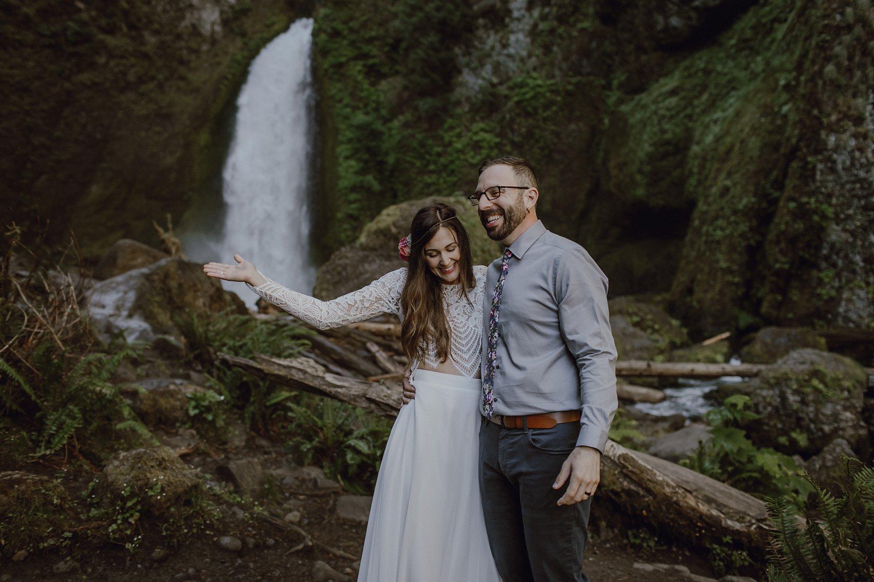 wahclella-falls-elopement-wedding_0032.jpg