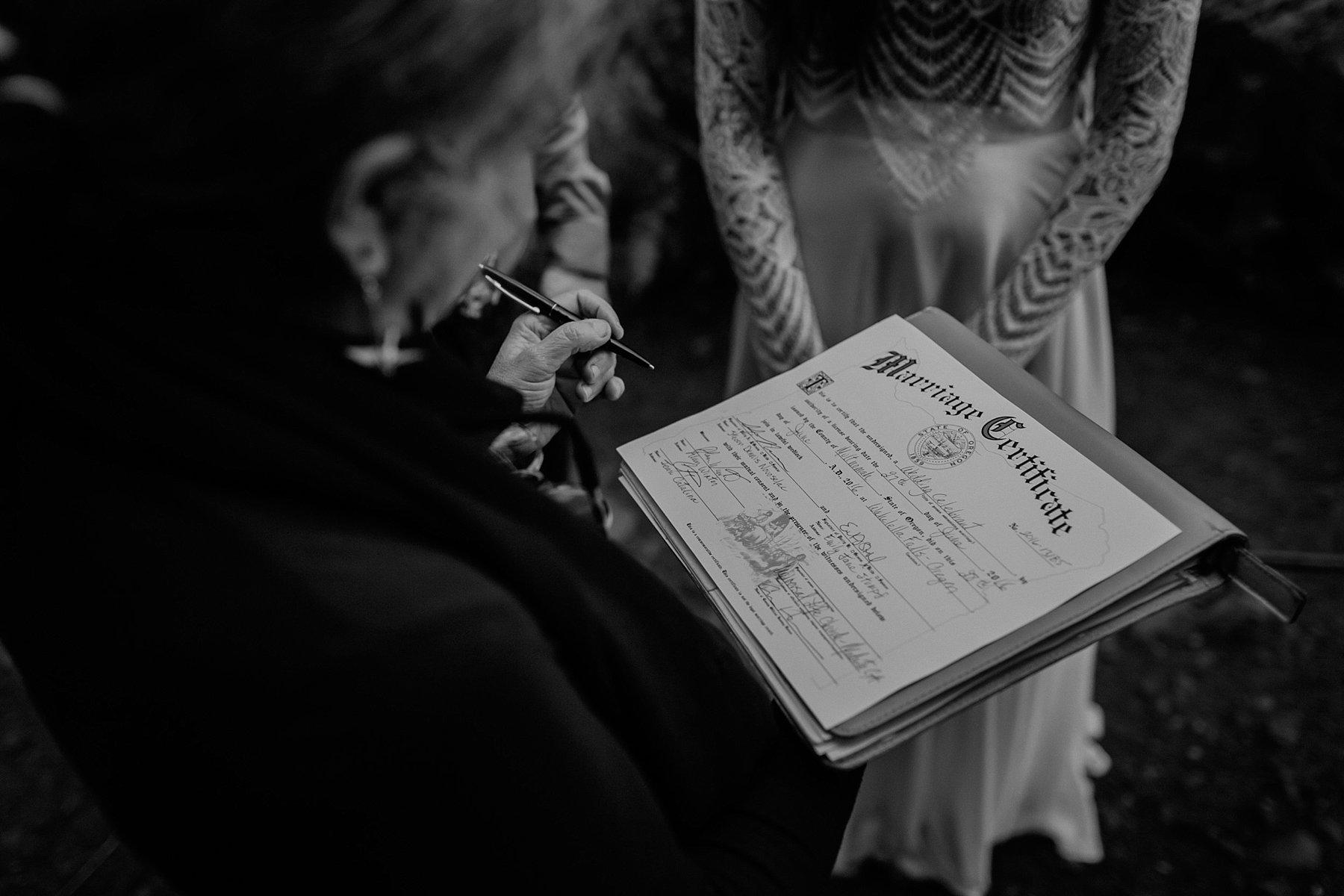 wahclella-falls-elopement-wedding_0034.jpg