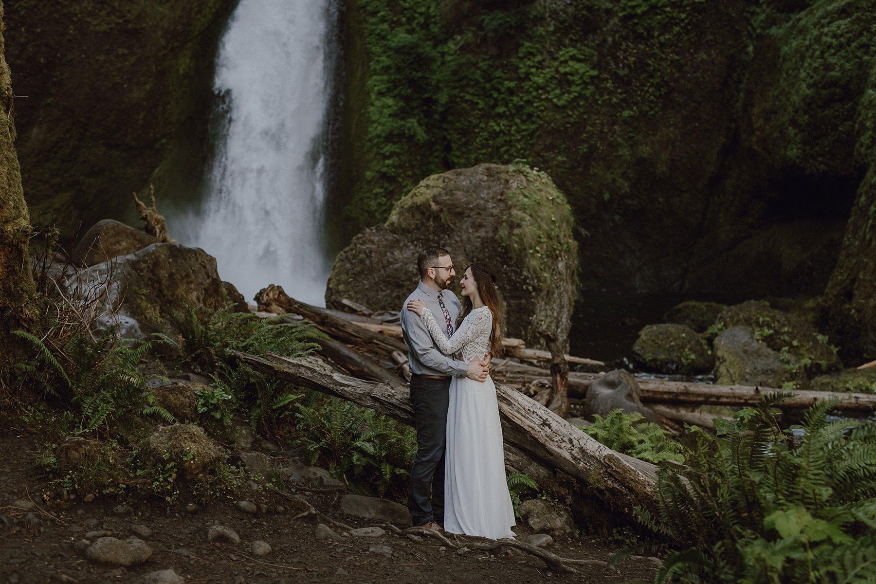 wahclella-falls-elopement-wedding_0037.jpg