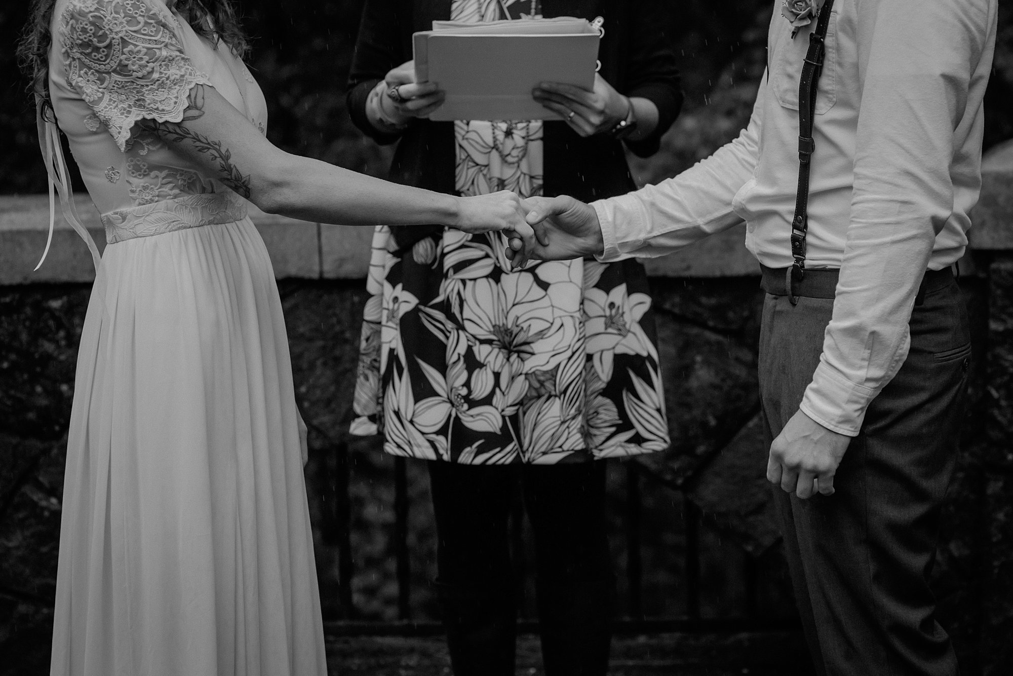 oregon-waterfall-elopement-wedding_0018.jpg