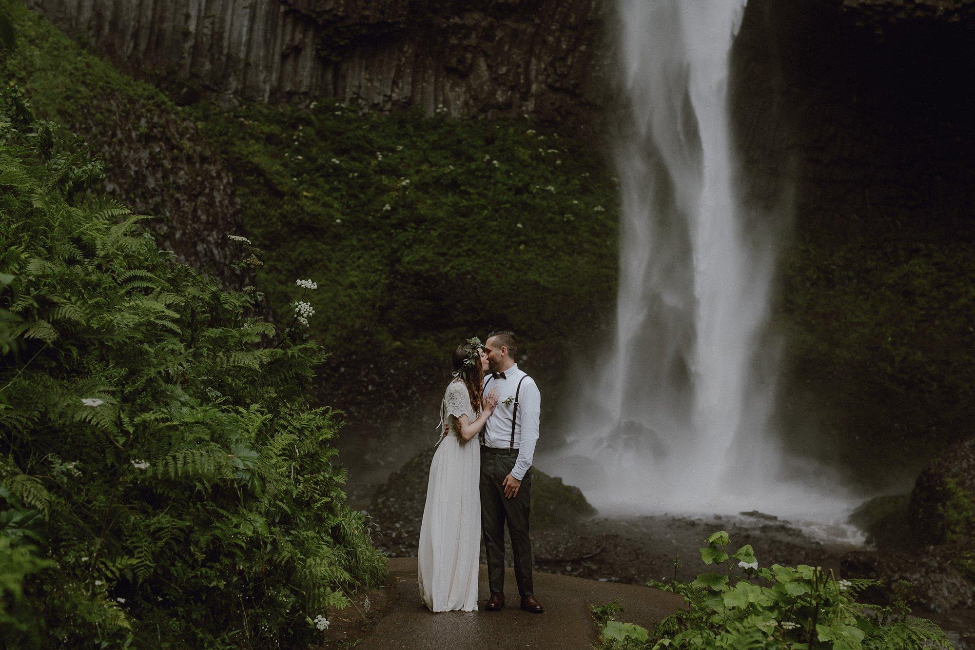 oregon-waterfall-elopement-wedding_0037.jpg
