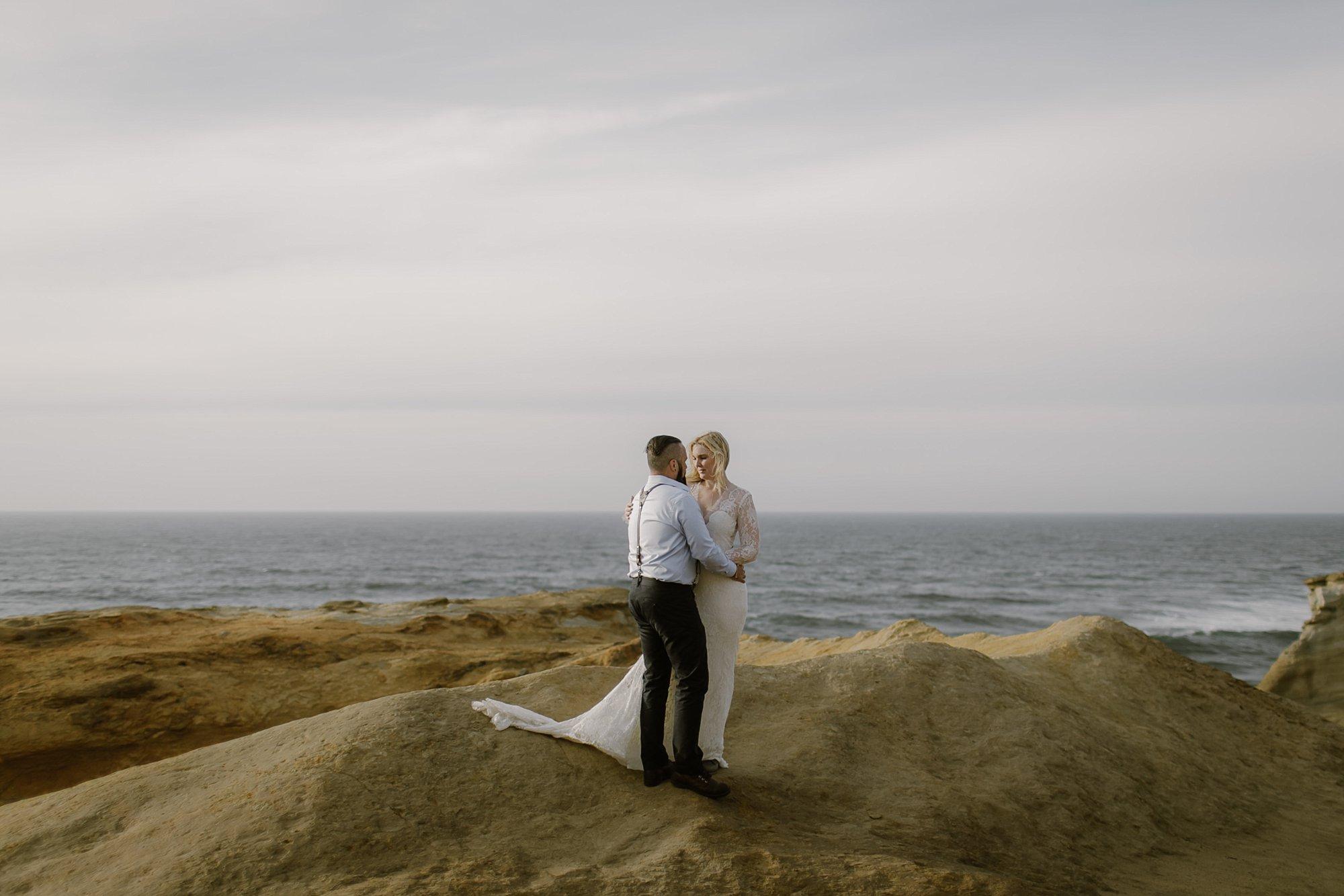 cape-kiwanda-elopement-wedding_0008.jpg